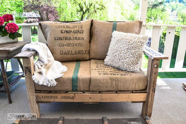 14 Pallet Wood Chair