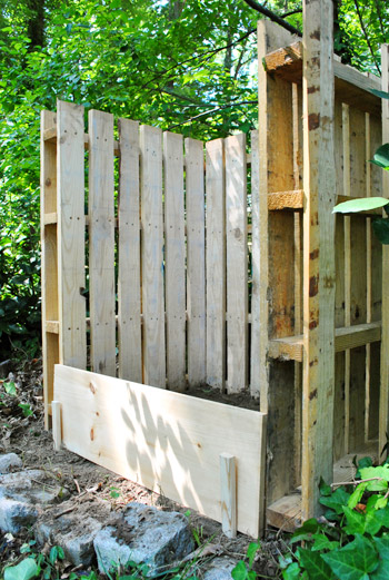 16 Compost Bin From Pallets