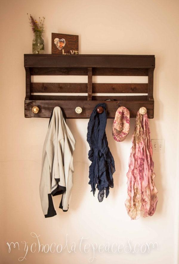 18 Pallet Coat Rack