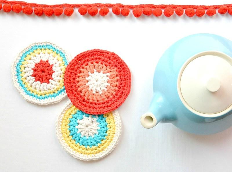 22 Colorful Little Vintage Coasters
