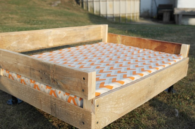 22 Pallet Pipe Dog Bed