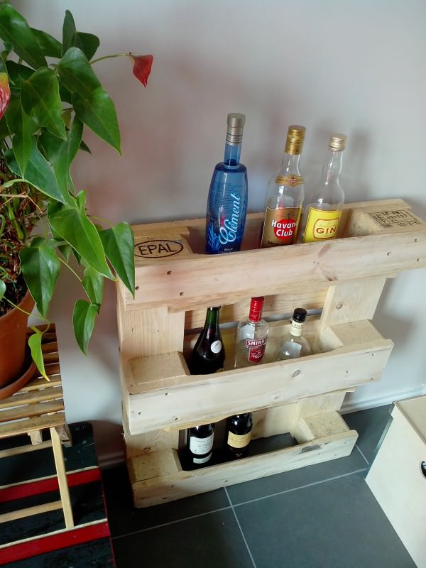 32 Small And Simple Pallet Bar