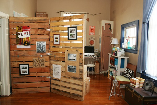 37 Pallet Wood Repurposed as Room Dividers