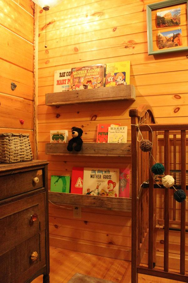 41 The Pallet Book Nook