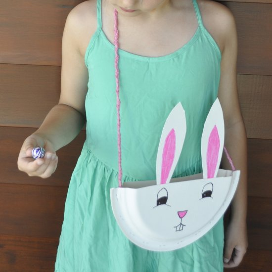 8 Make a sweet bag for Easter hunts out of paper plates