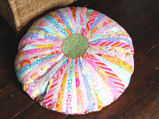 14 Big, bright & beautiful floor cushion