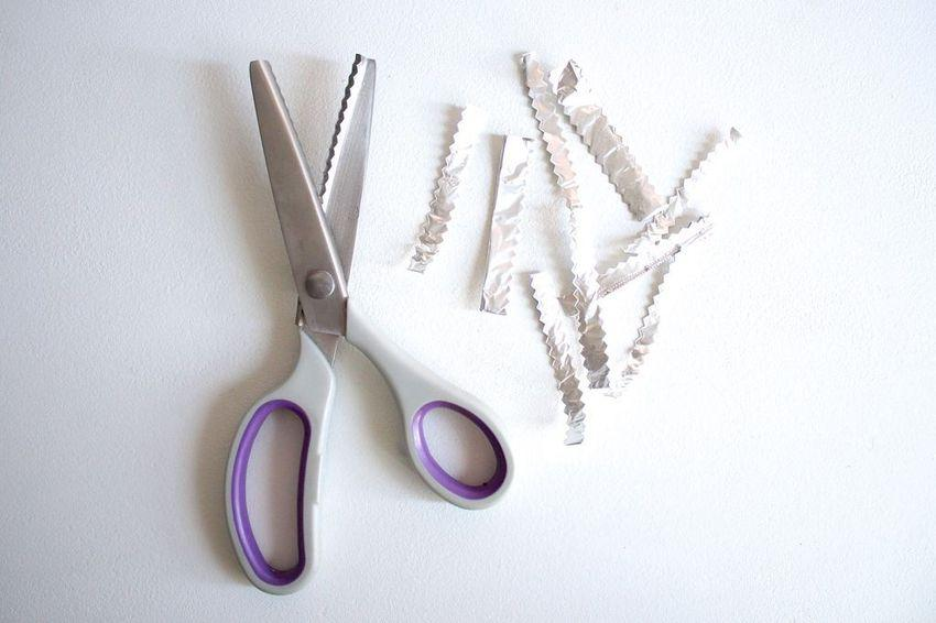 32 Sharpens scissors