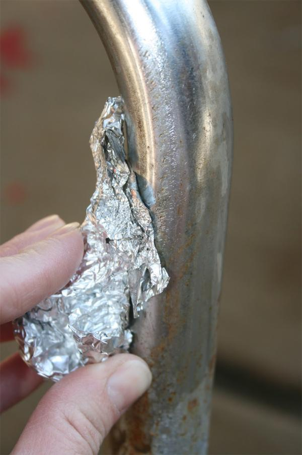 9 Remove rust from metal using aluminum foil and water