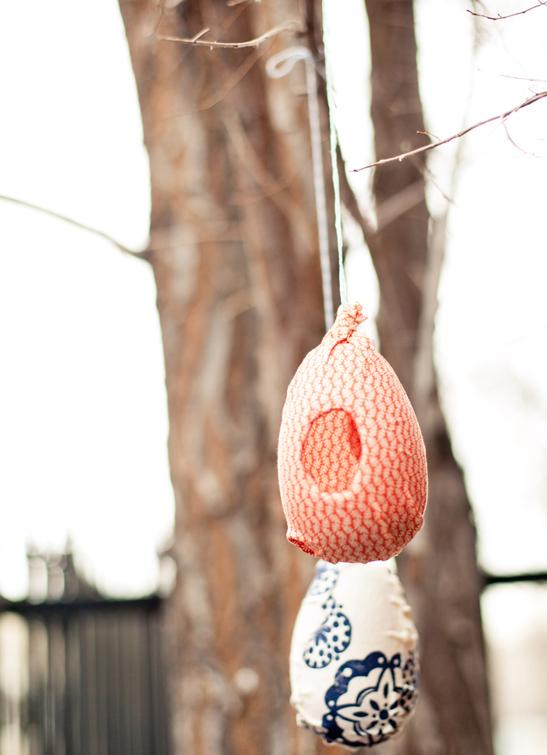 16 Plastic Egg Bird Feeder