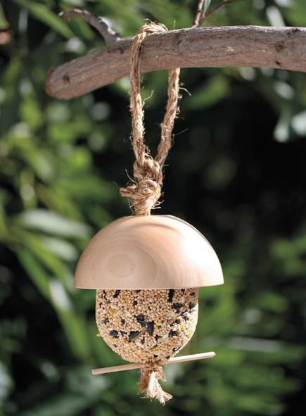 18 Playful acorn-shaped Bird Feeder