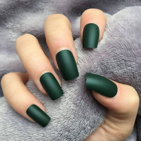 12 Emerald Green Nails