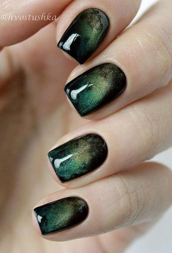 16 Emerald Green Nails