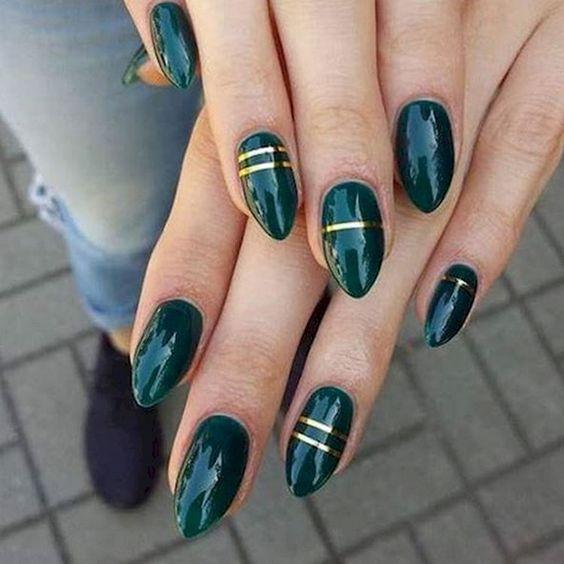 18 Emerald Green Nails