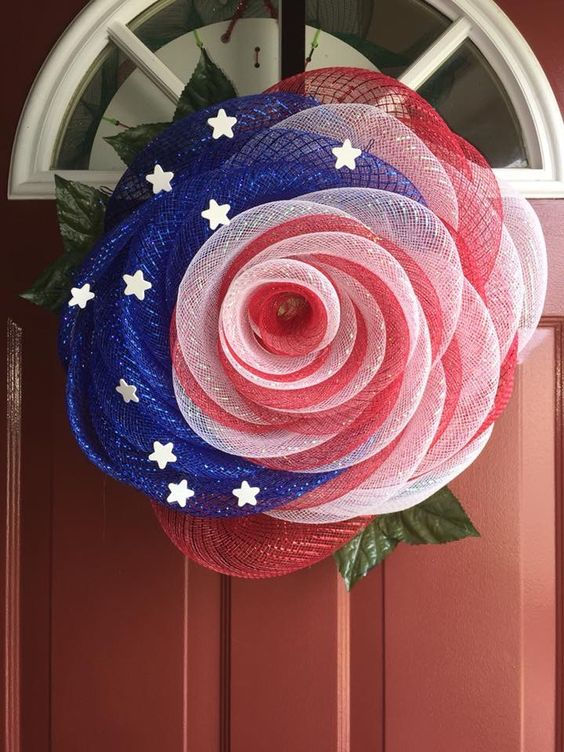 20 Very interesting wreath made out of Geomesh