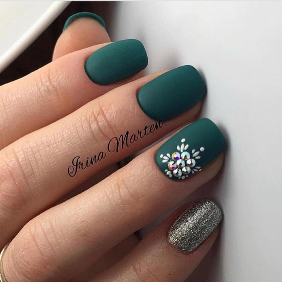 21 Emerald Green Nails