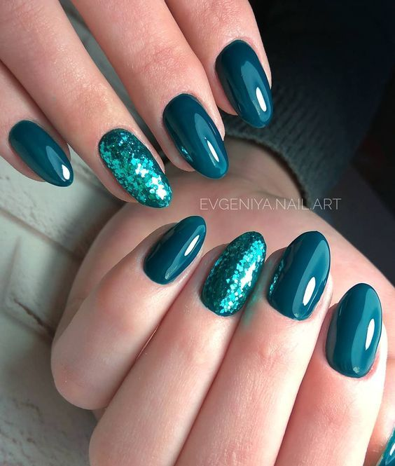 23 Emerald Green Nails