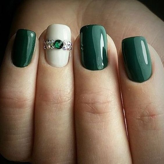 24 Emerald Green Nails