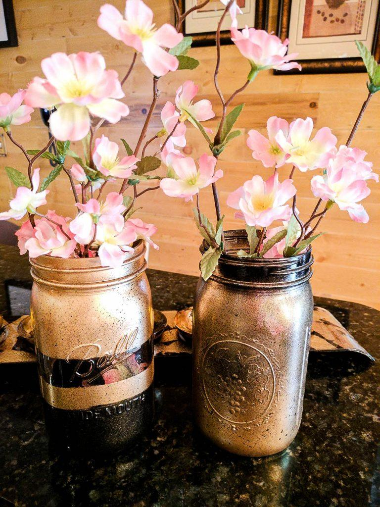 25 How To Easily Create Chic Black And Gold Mason Jars
