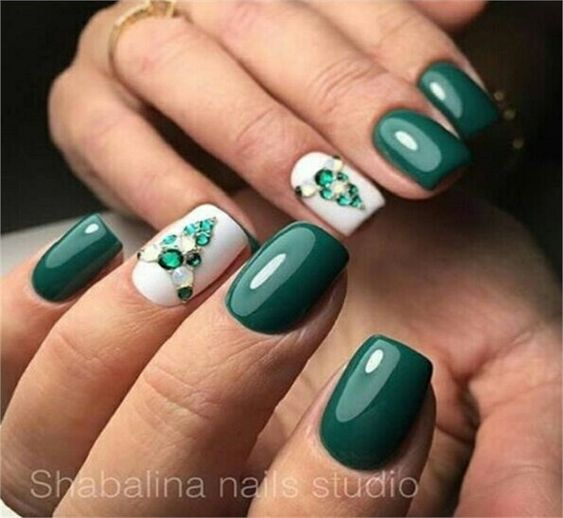 27 Emerald Green Nails