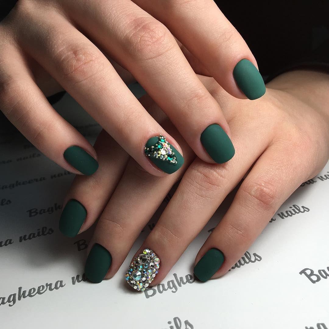 31 Emerald Green Nails