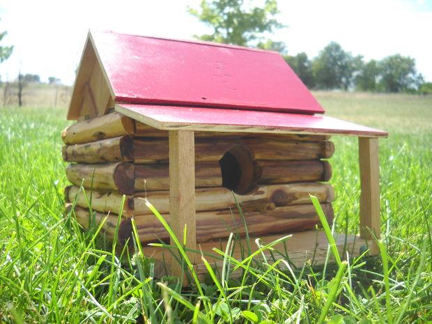 31 The Log Cabin Birdhouse