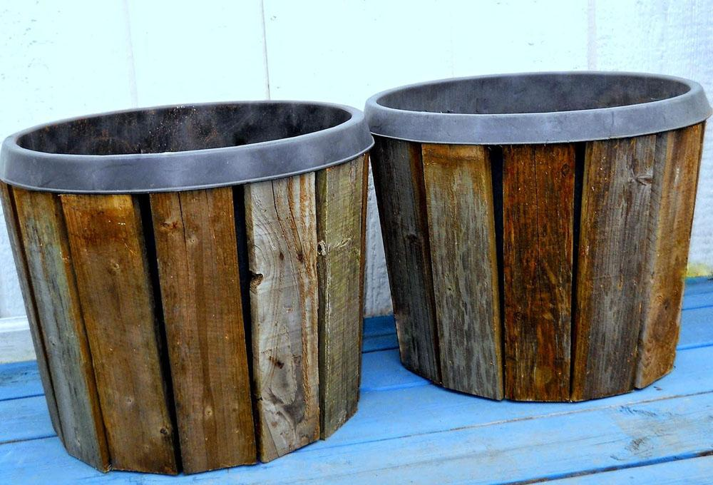 8 Cover Your Pots with Pallet Wood