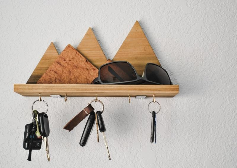 12 Wooden Mountain Key Rack