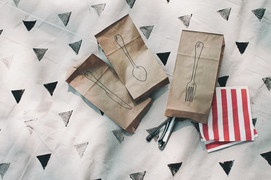 17 plasticware picnic bags