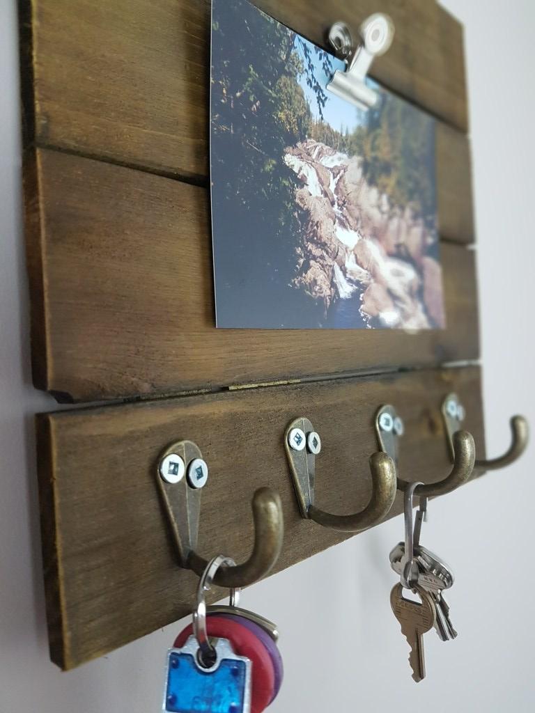 25 DIY Wooden Key Rack