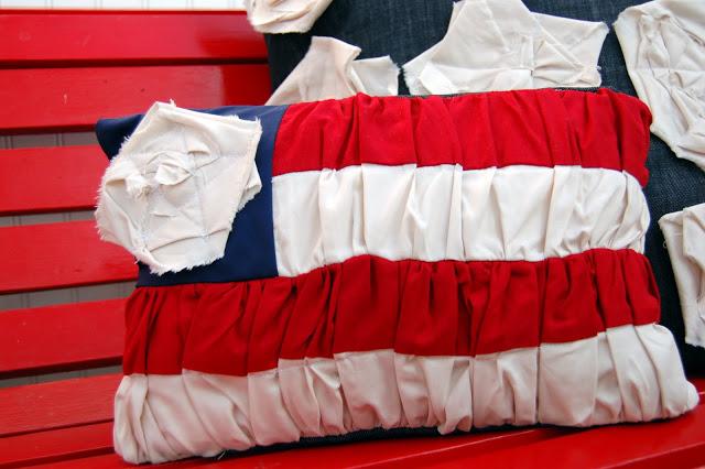 32 DIY Ruffled Flag Pillow