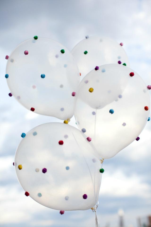 32 Pom Pom Balloons