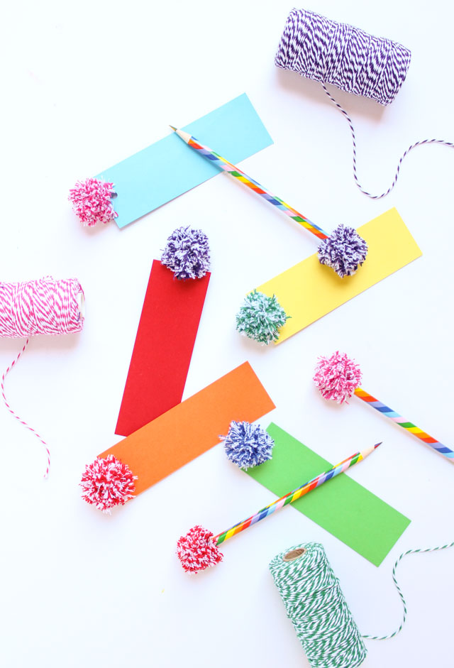 40 DIY Bakers Twine Pom-Pom Bookmarks