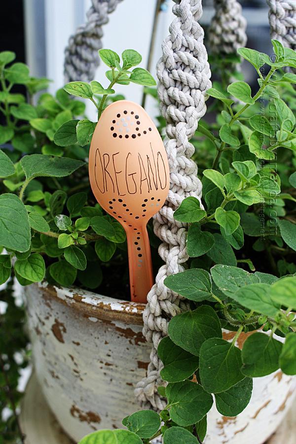 9 Plastic Spoon Garden Markers
