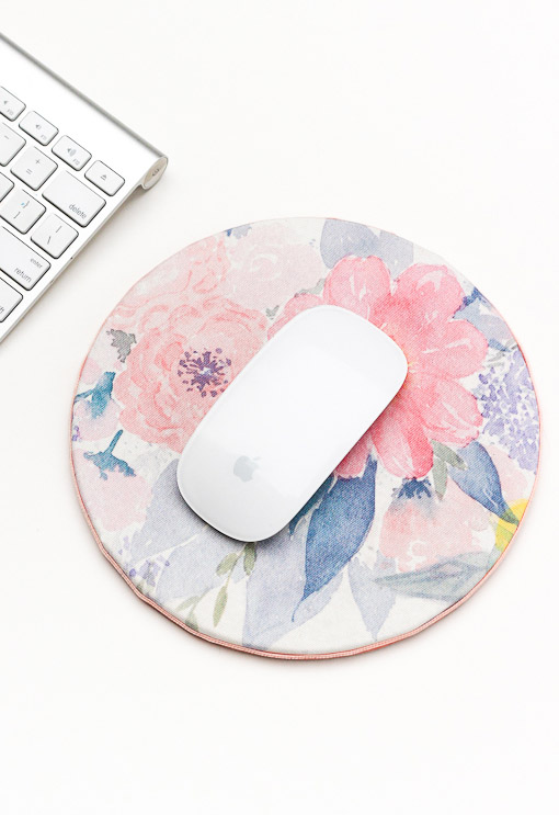 26 DIY Floral Mouse Pad