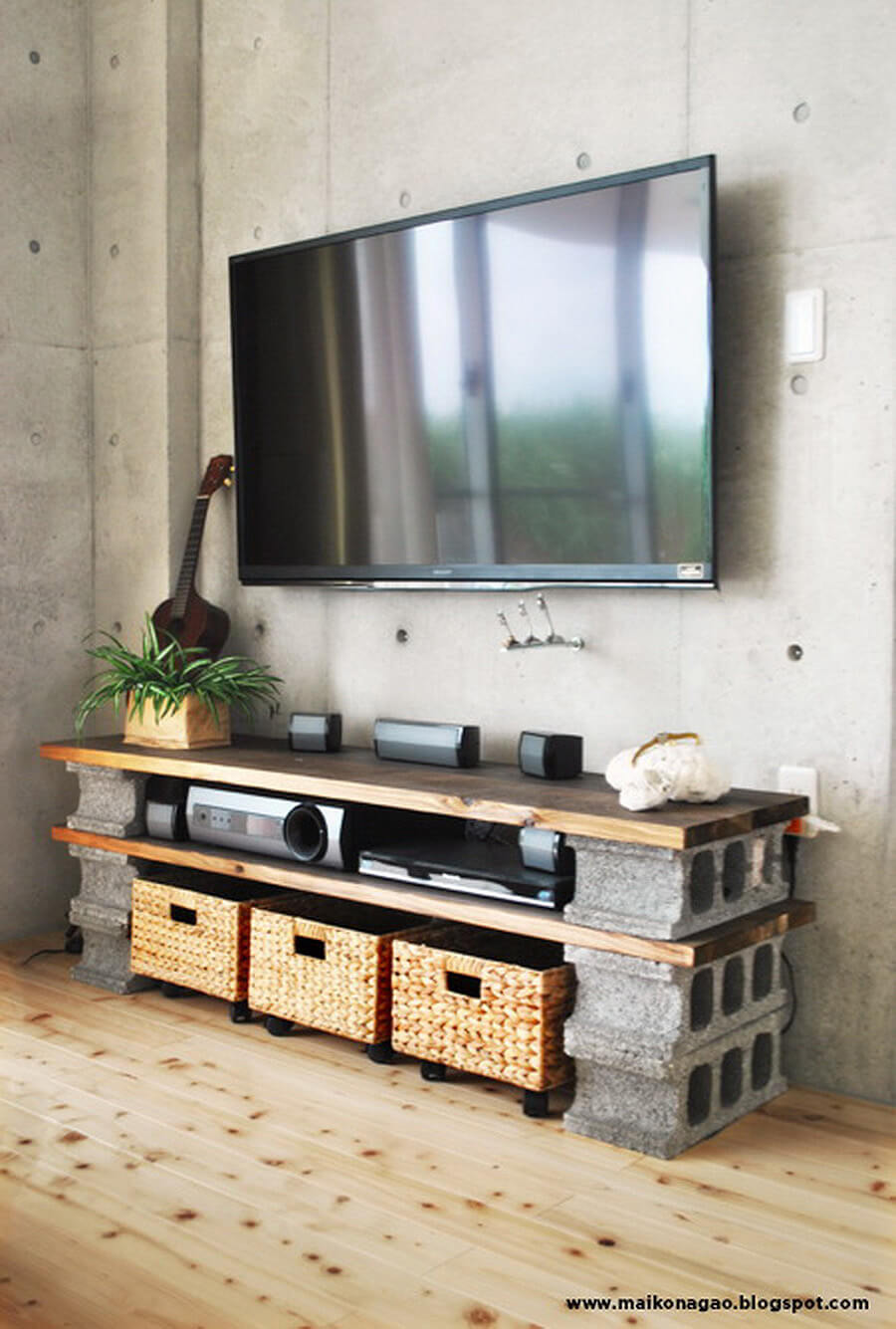 33 Solid and Sturdy Cinder Block Entertainment Table