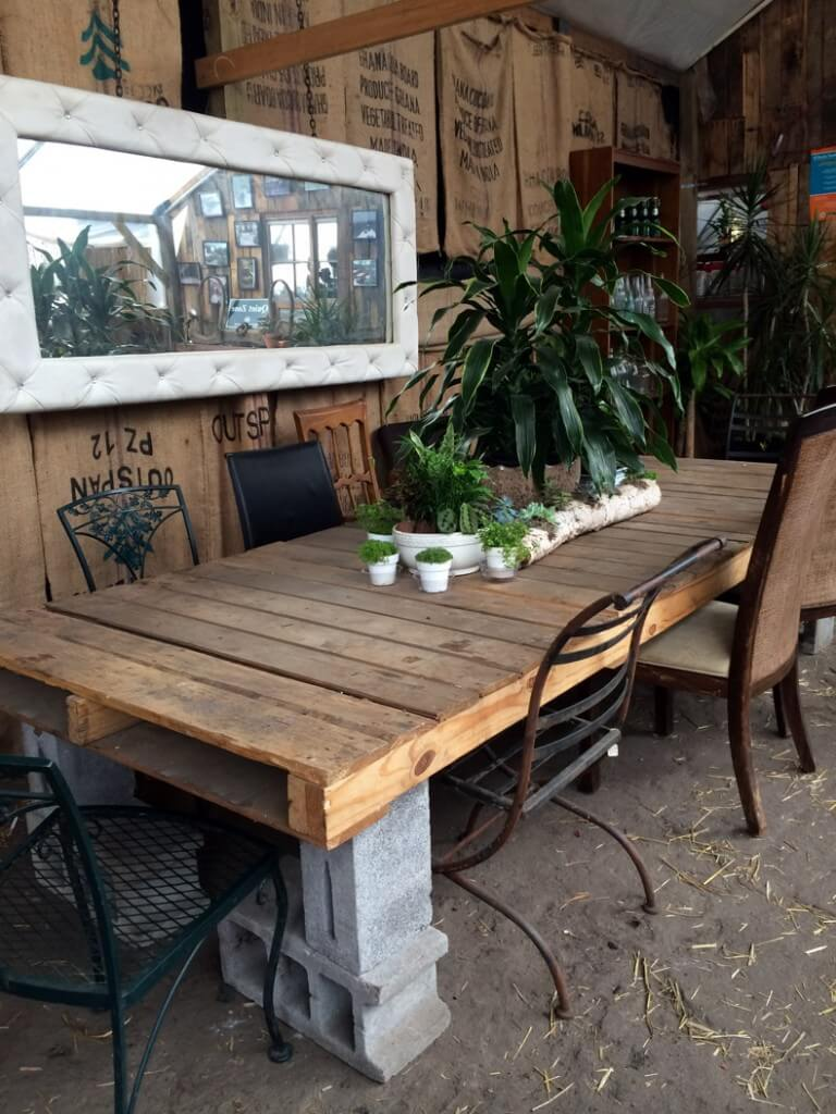 44 Pallet and Cinder Block Dining Table