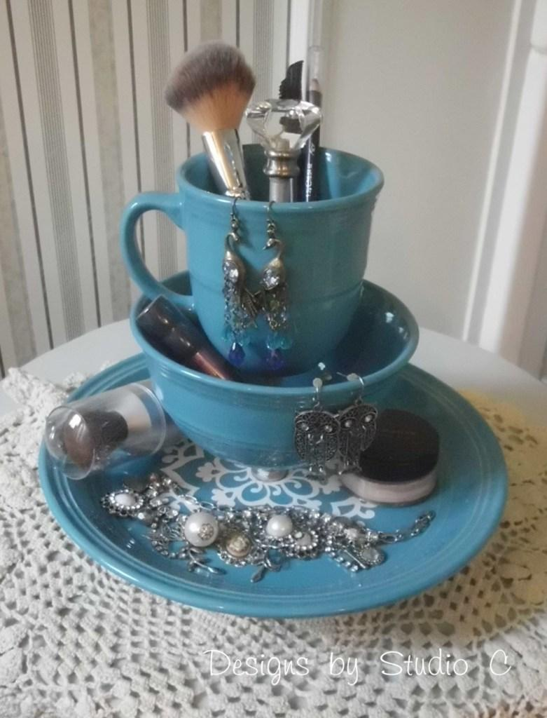 11 Makeup and Jewelry Holder
