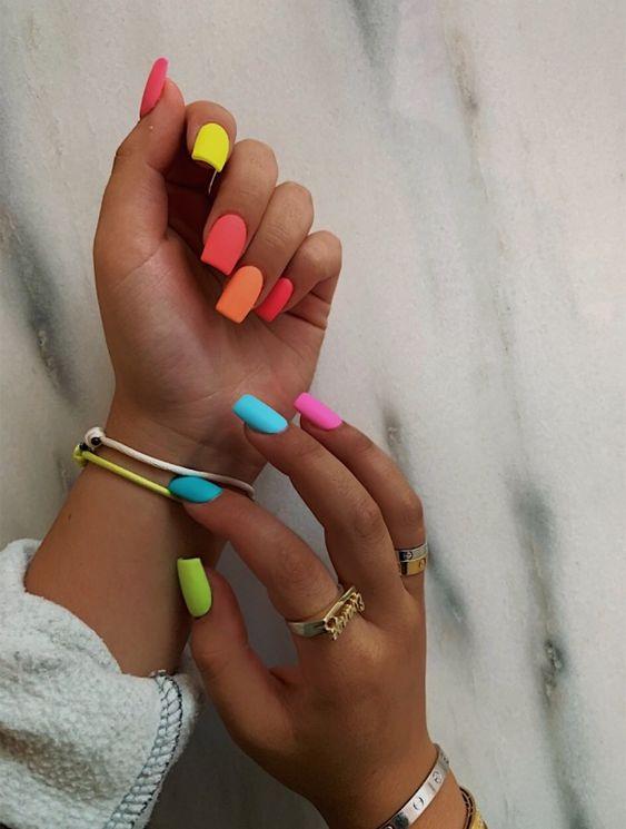 18 Short Gel Nail Designs
