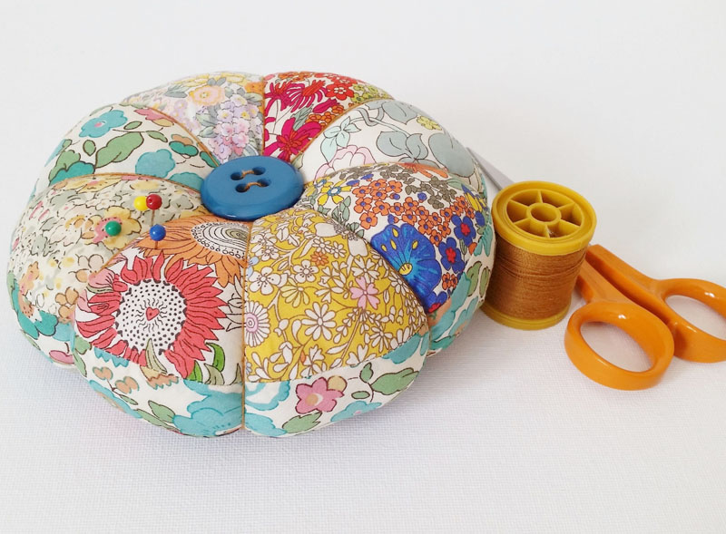 24 DIY Pincushion Tutorial With Free Pattern