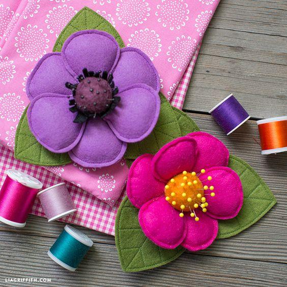 32 Felt Flower DIY Pincushion