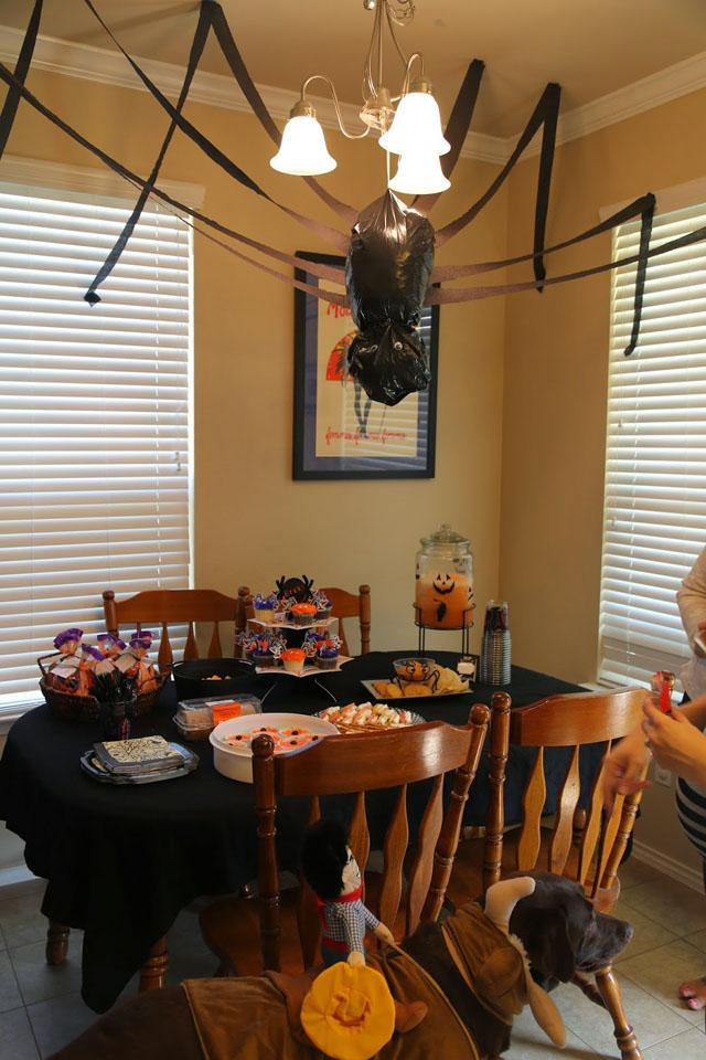 1 Easy DIY Halloween Decorations With Trash Bags