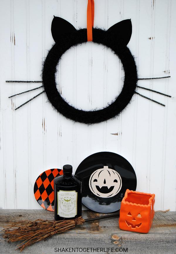 10 Black Cat Wreath