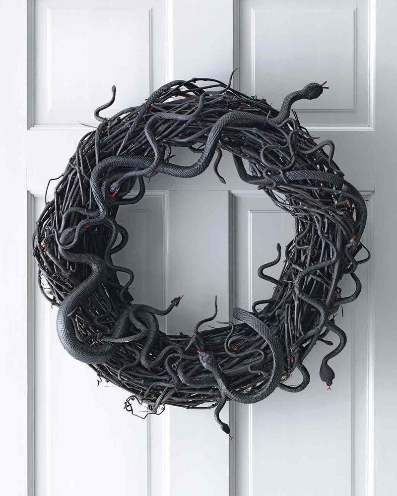 17 Wriggling Snake Wreath