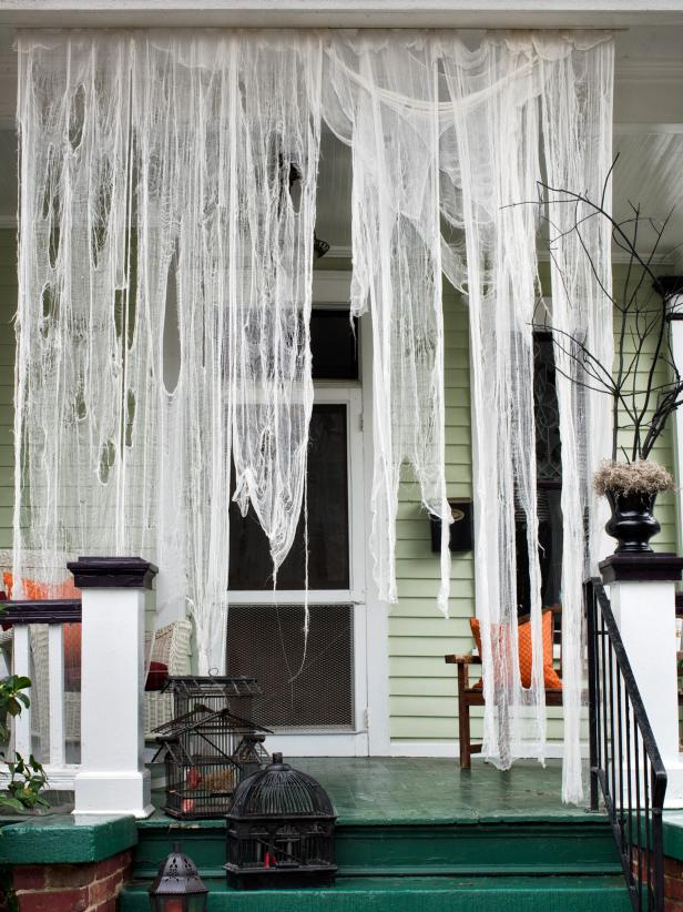 26 Ghostly Outdoor Draperies for Halloween