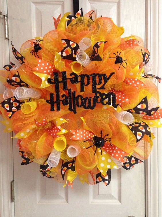 33 Creepy wreath with spiders and ribbon