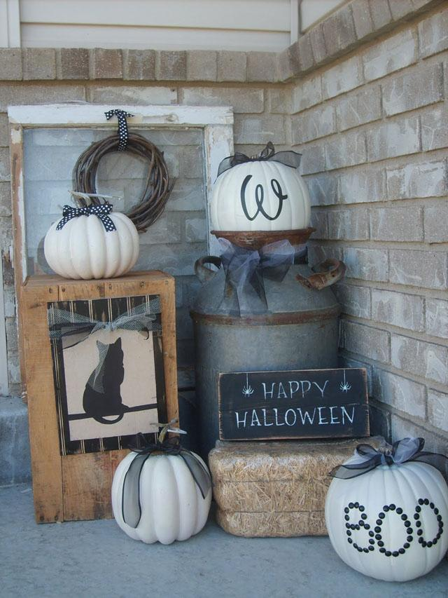 37 Farmhouse Halloween Porch
