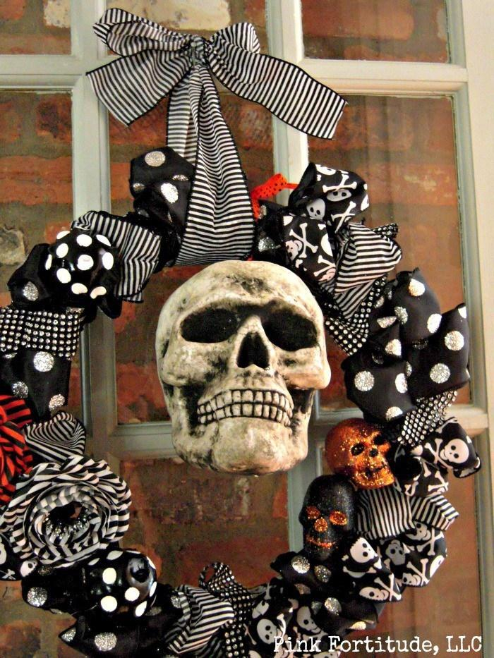 6 Halloween Wreath with Skulls