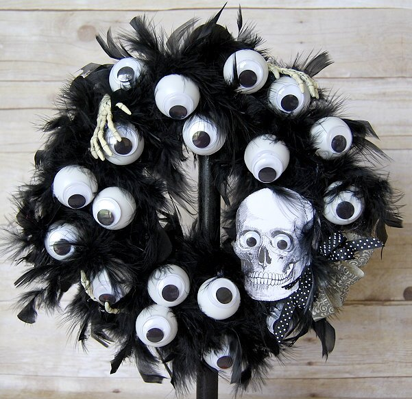 7 Spooky Eyeball Wreath