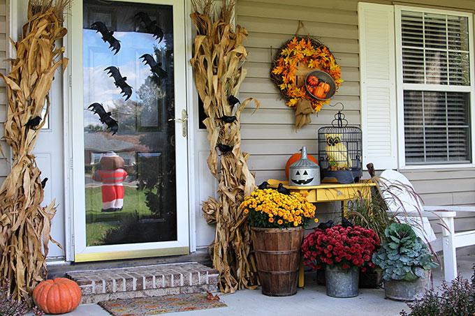 8 Fall-to-Halloween Porch Decor