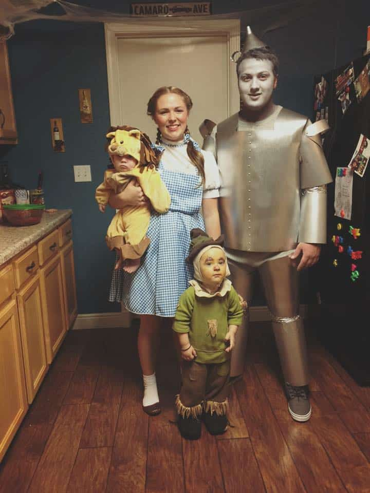 8 Wizard of Oz Family Halloween Costumes